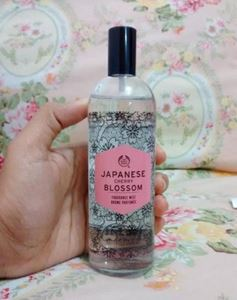 The Body Shop Japanese Cherry Blossom Fragrance Mist 100ml এর ছবি
