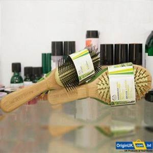 Picture of The Body Shop Oval Bamboo Pin Hairbrush